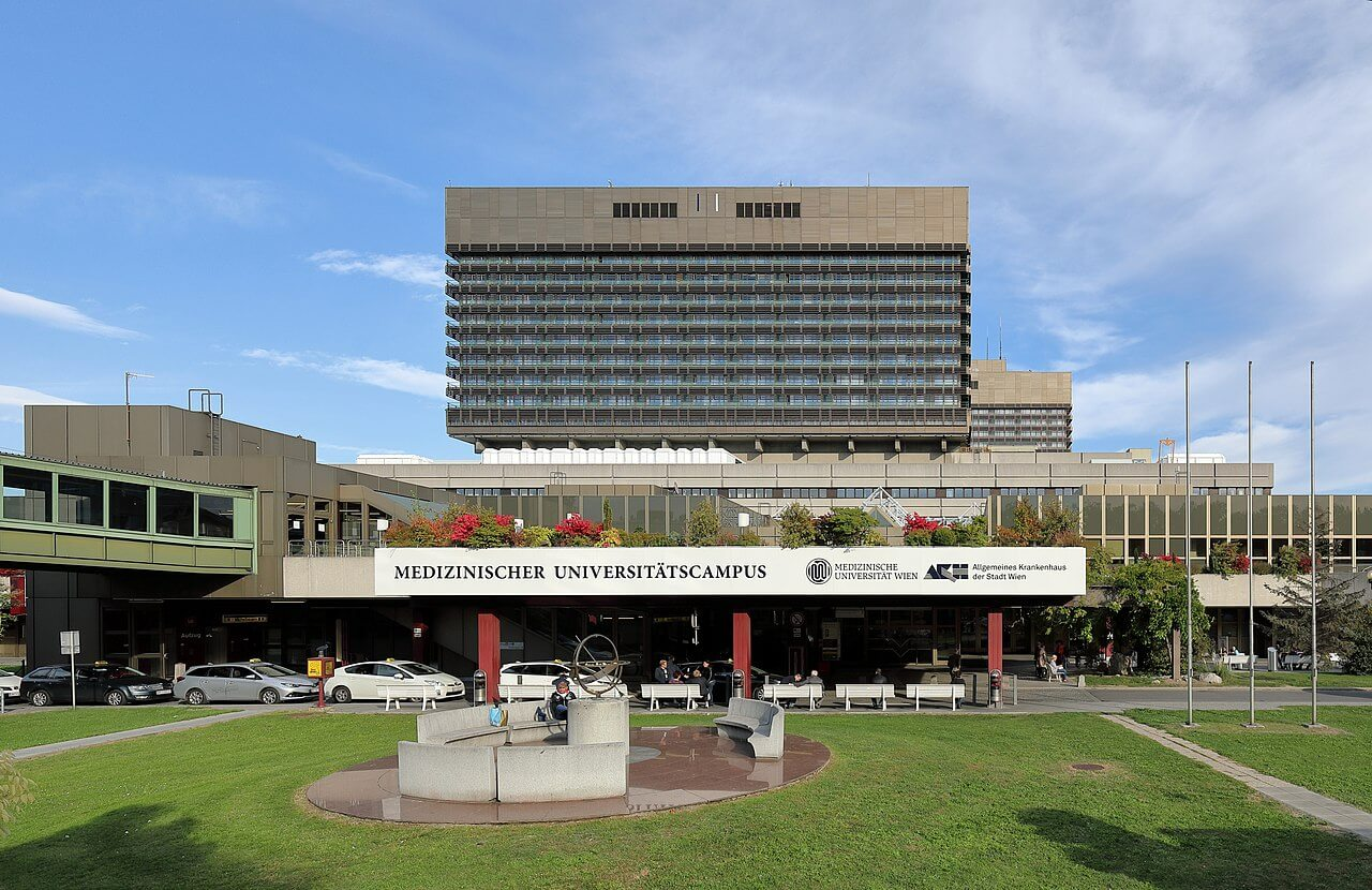 Hauptportal des Allgemeinen Krankenhauses der Stadt Wien (AKH) an der Adresse Währinger Gürtel 18-20 im 9. Wiener Bezirk Alsergrund. (© Bwag/Wikimedia)